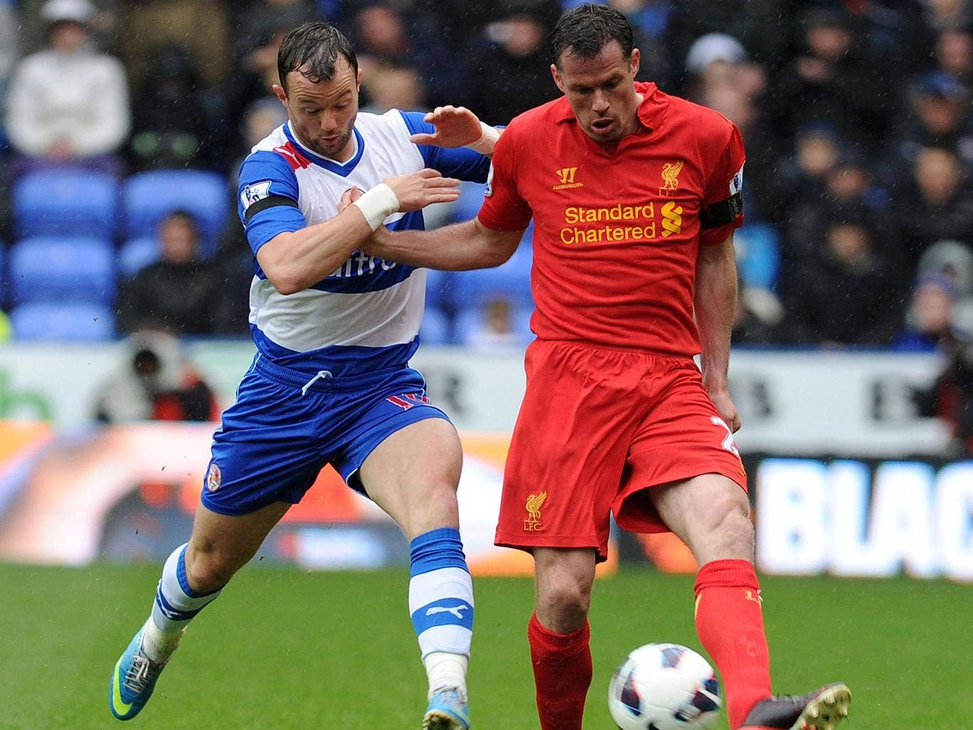 Jamie Carragher (R) of Liverpool competes with Noel Hunt of Reading