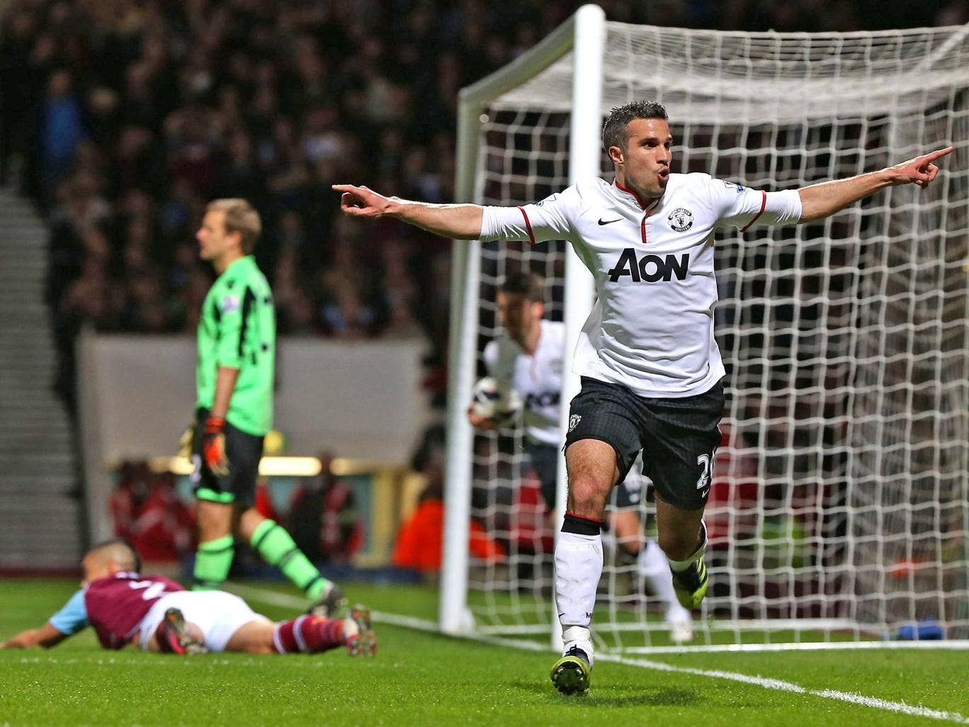 Robin van Persie salvaged a point for Manchester United