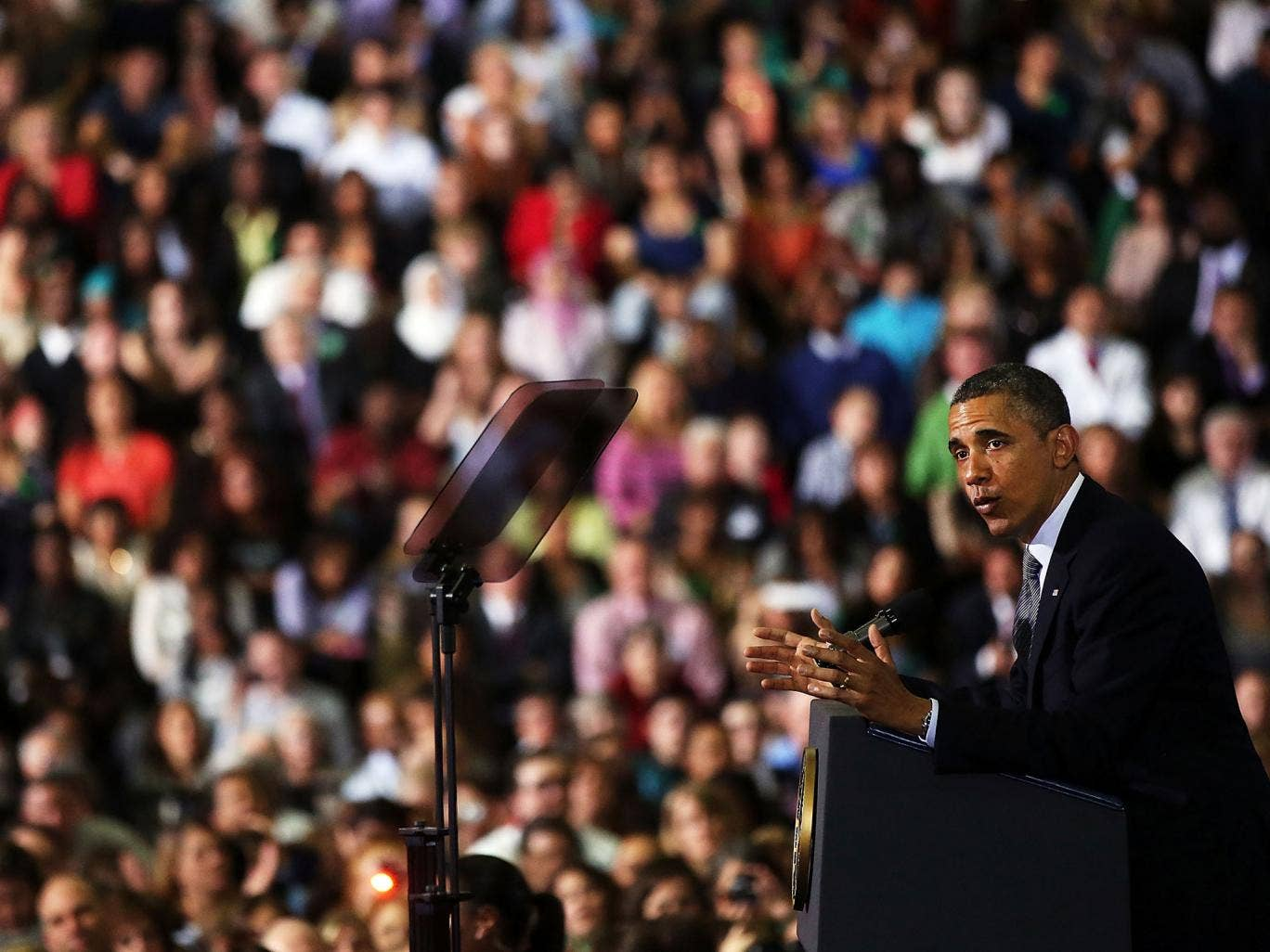 President Barack Obama delivers a speech on gun control at the University of Hartford
