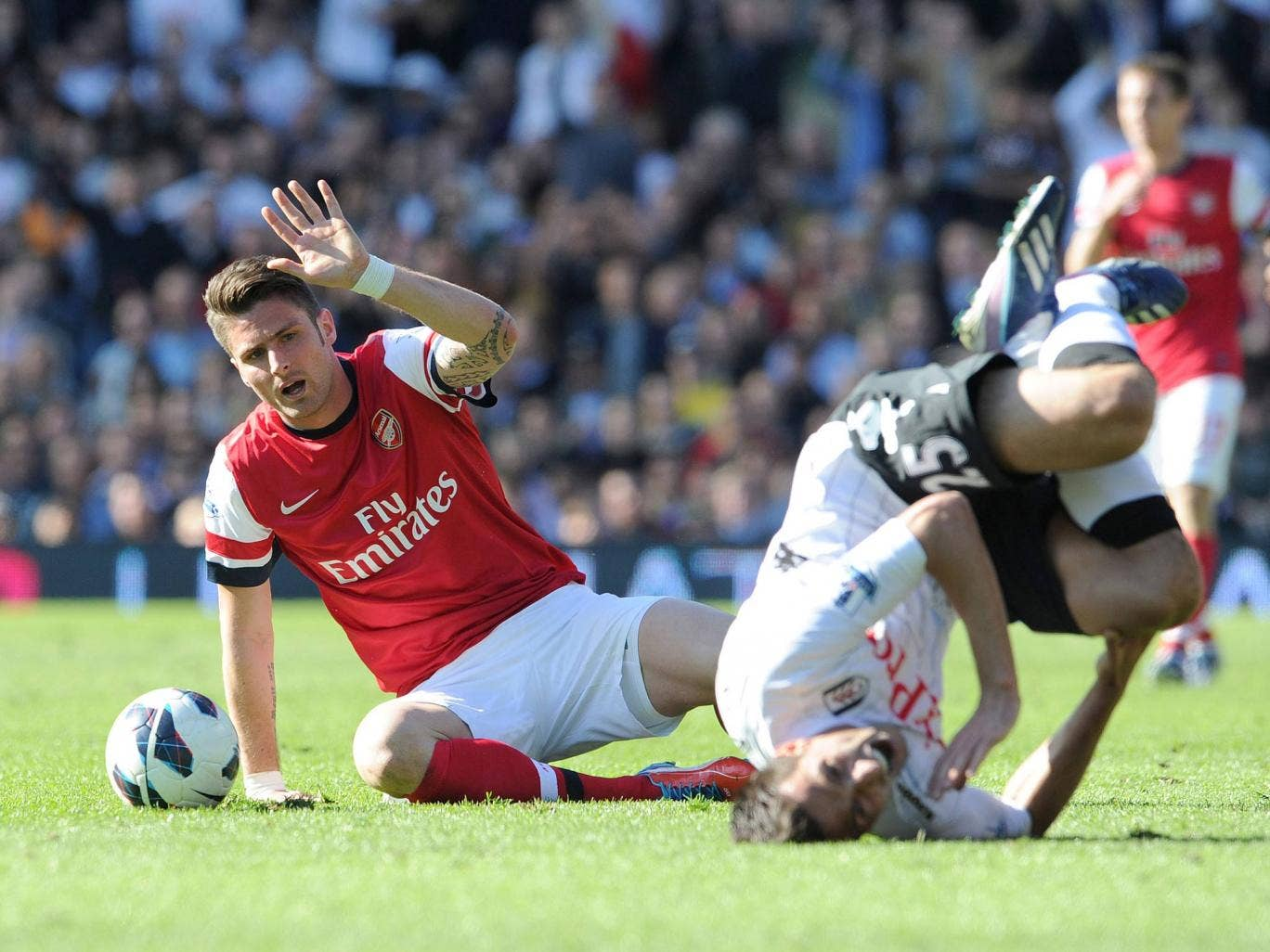 Arsenal striker Olivier Giroud saw red for a late challenge in the game against Fulham`