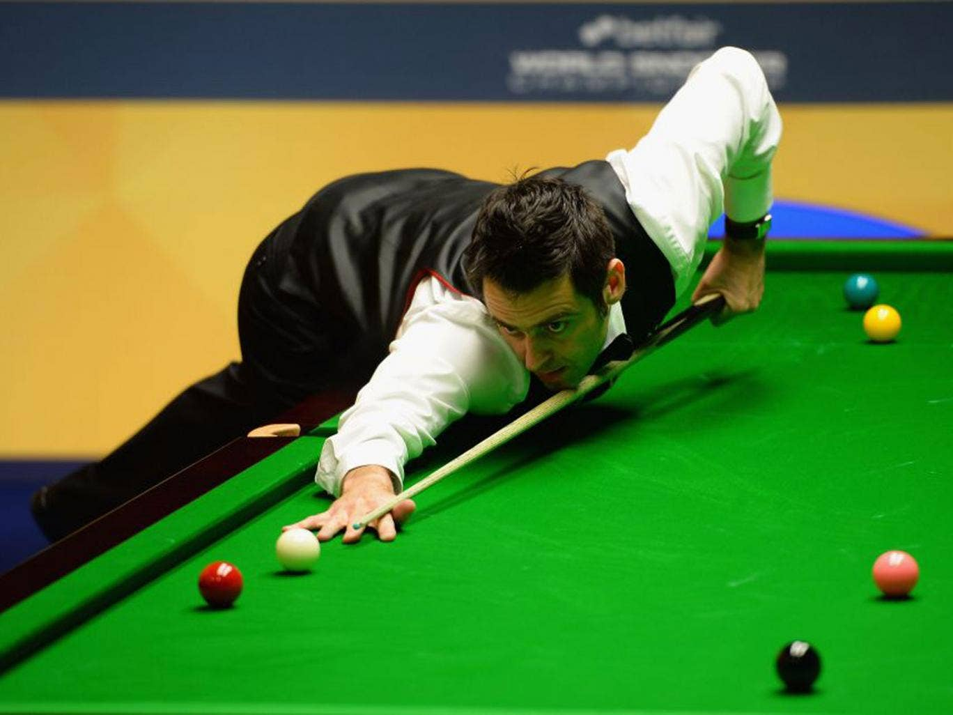 Ronnie O'Sullivan in first round action at the Crucible