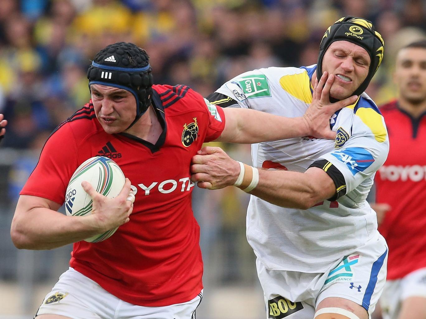 Tommy O'Donnell of Munster holds off Julien Bonnaire