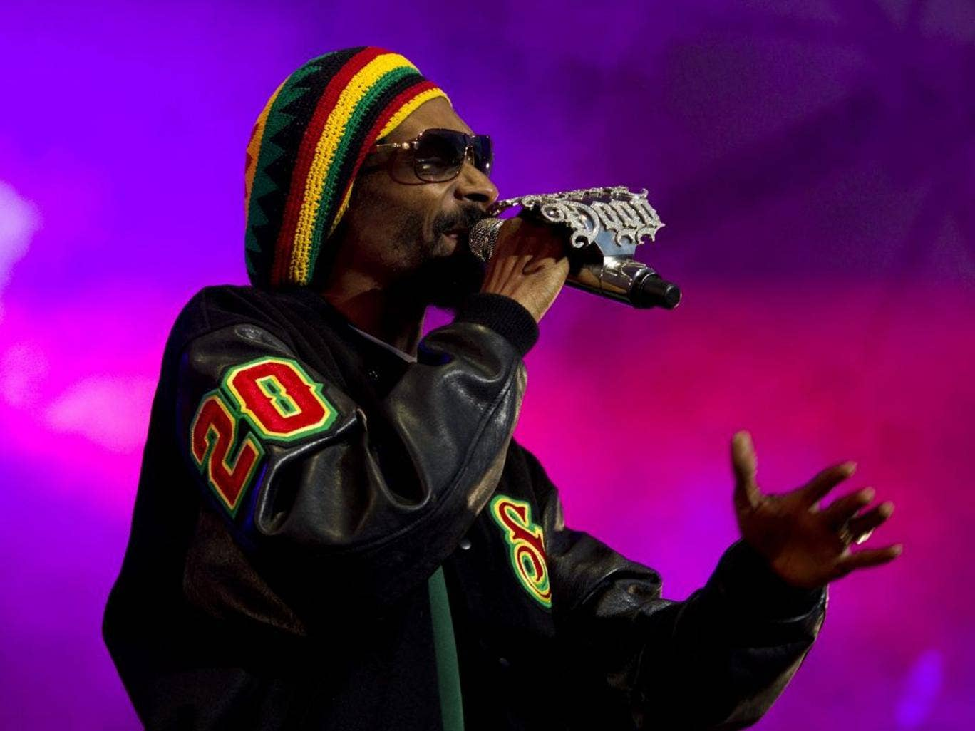 Snoop Lion is a shrewd business man. He has managed to persuade a dozen fans to part with nearly $100 to download a virtual joint on his Snoopify app