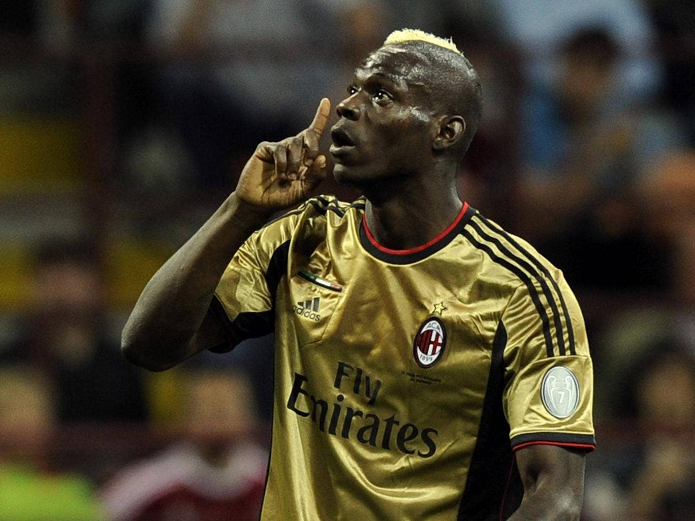 Mario Balotelli reacts to abuse from Roma fans