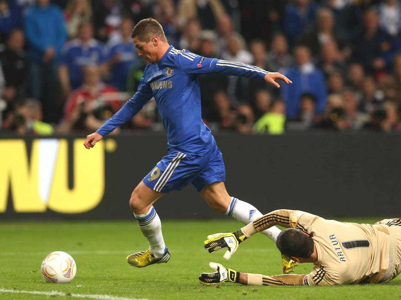 Fernando Torres beats Artur before slotting the ball into the empty net to make it 1-0
