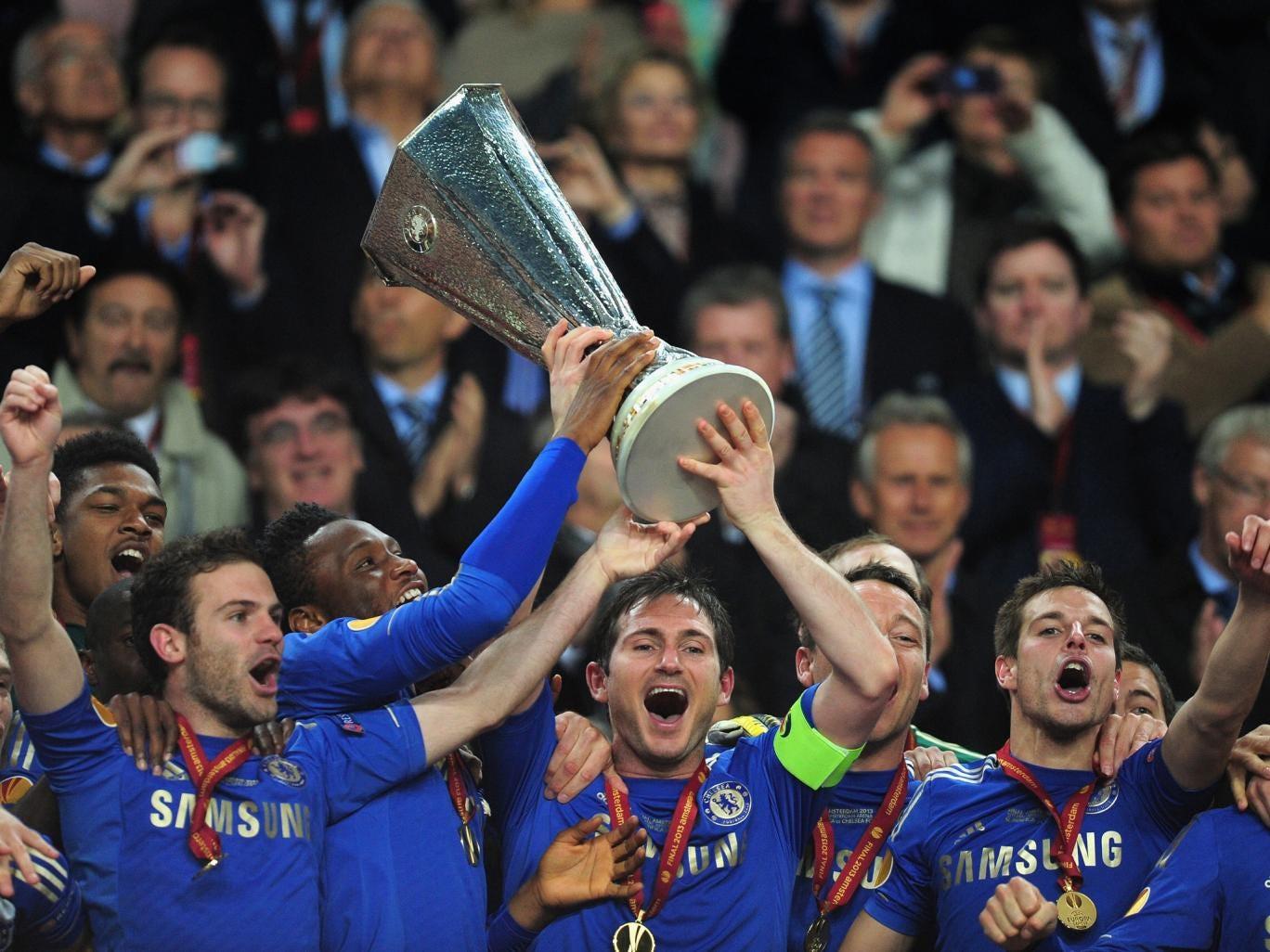 Frank Lampard lifts the Europa League trophy