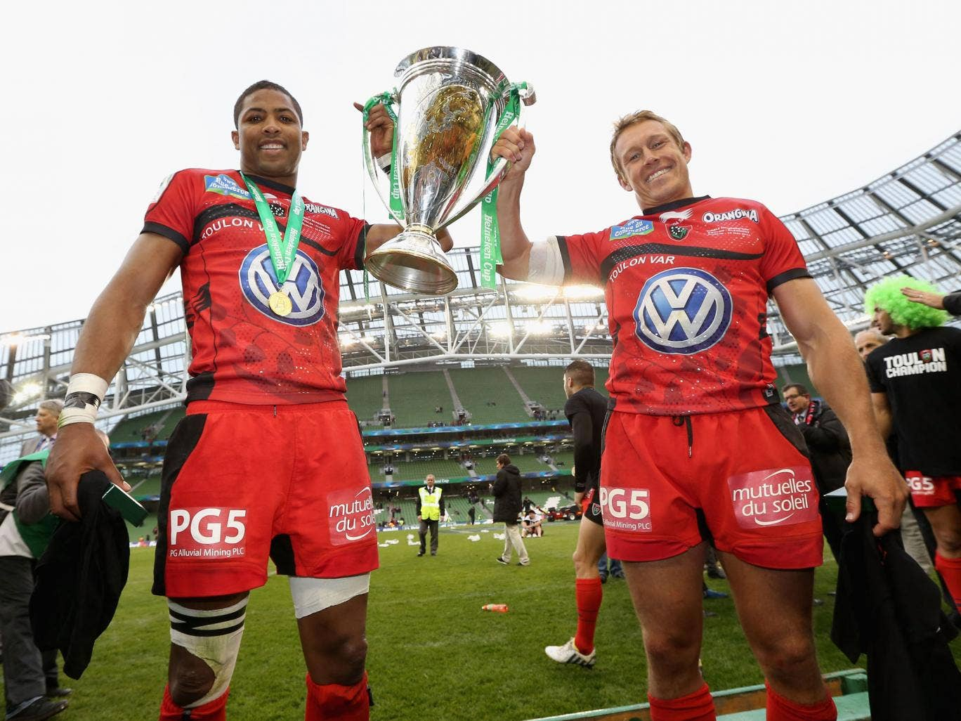 Delon Armitage, left, and Jonny Wilkinson, right, lift the Heineken Cup