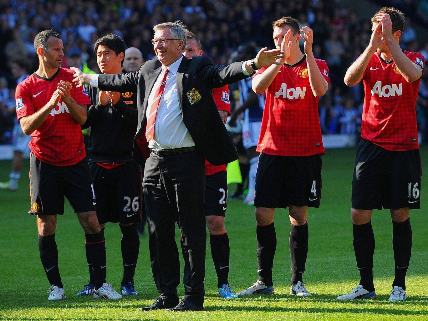 Sir Alex Ferguson says goodbye to the Manchester United support