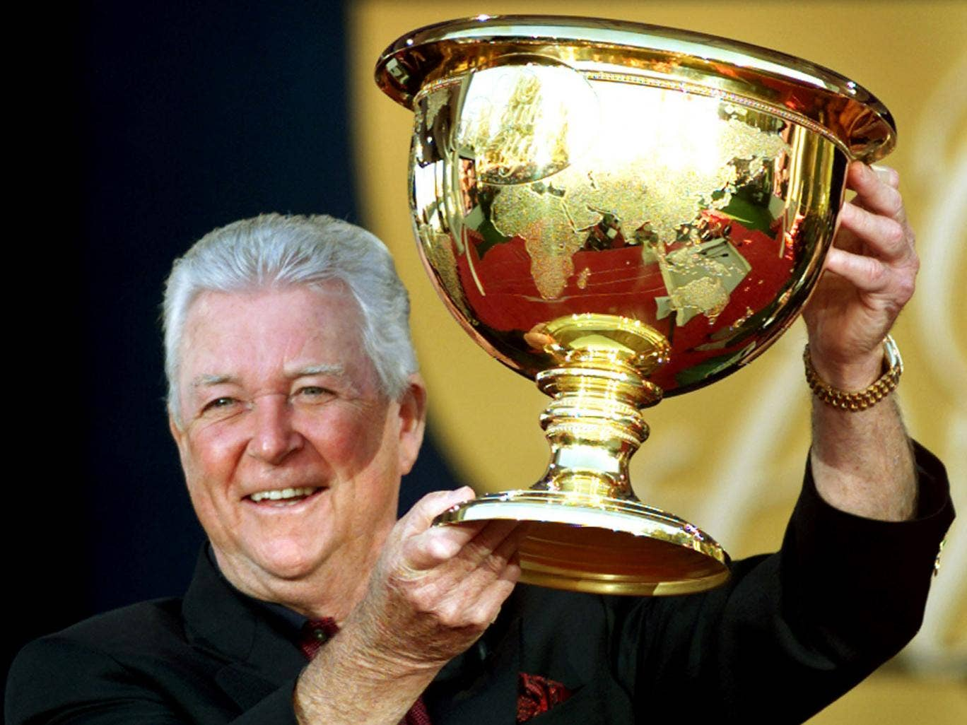 Venturi with the Presidents Cup in 2000, when he was the winning captain