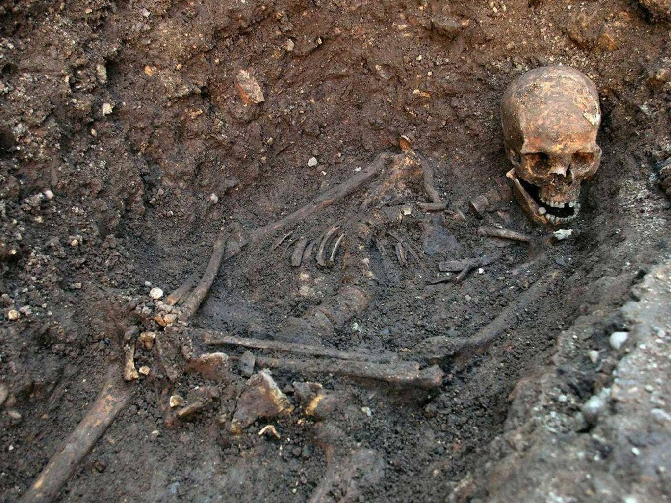 The remains of King Richard III were found in a hastily dug, untidy grave, researchers have revealed