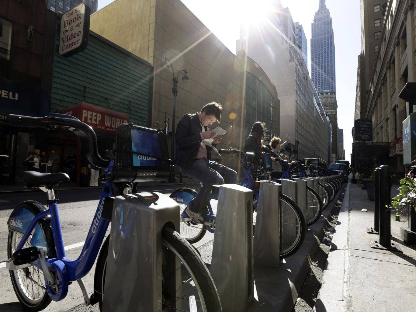 More than 9,000 New Yorkers have signed up to take part in the Citi Bike scheme