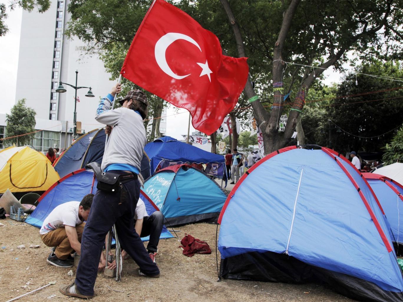 Demonstrators set up camp at Taksim Gezi park, Istanbul