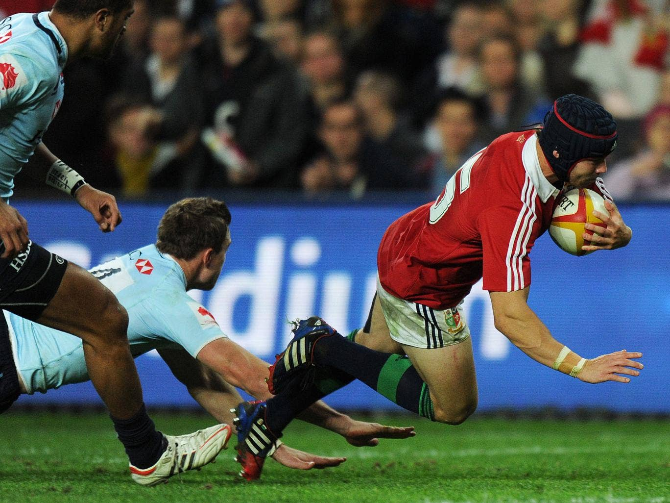 Leigh Halfpenny scores against the NSW Waratahs