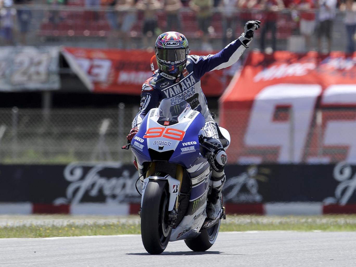 Jorge Lorenzo salutes the Barcelona crowd
