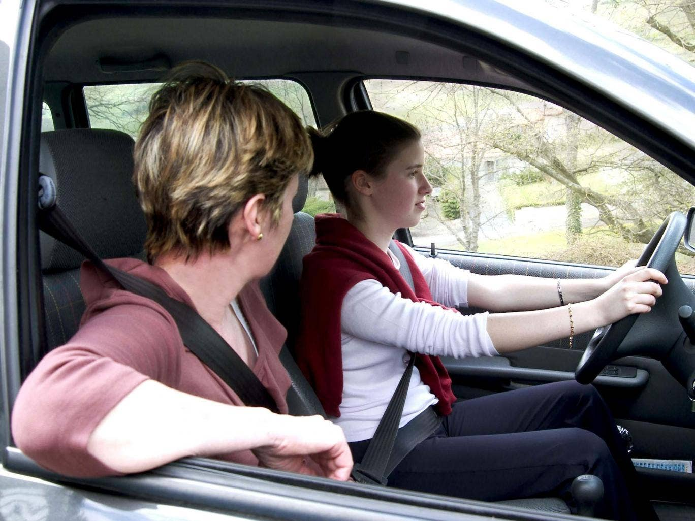 Parents are not as good as professional driving instructors