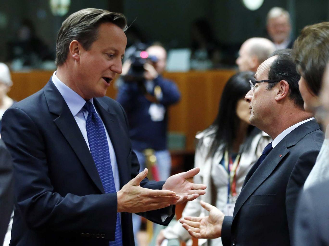 David Cameron talks to France's President Francois Hollande at the summit
