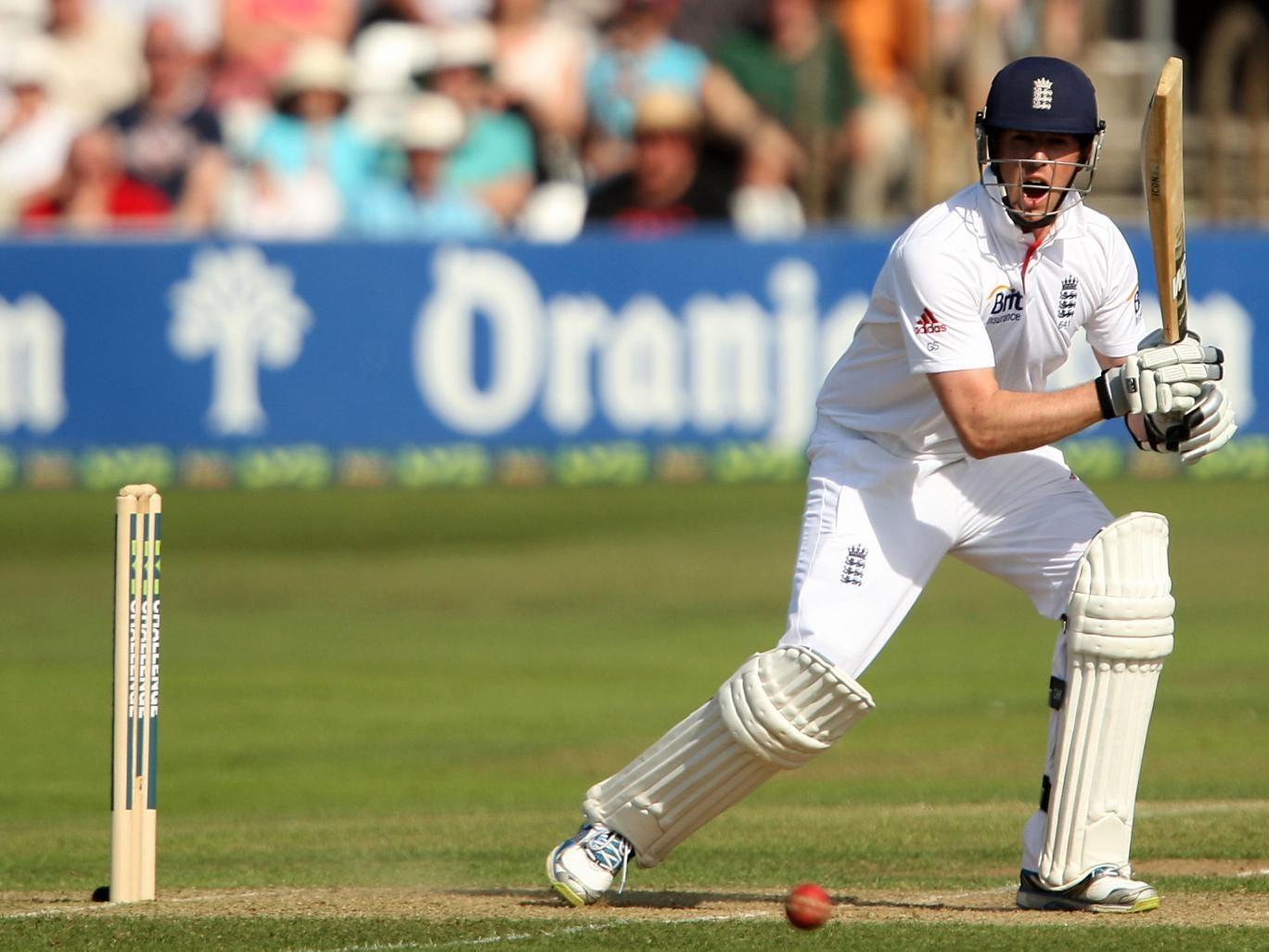 England's Graeme Swann on his way to an unbeaten 62