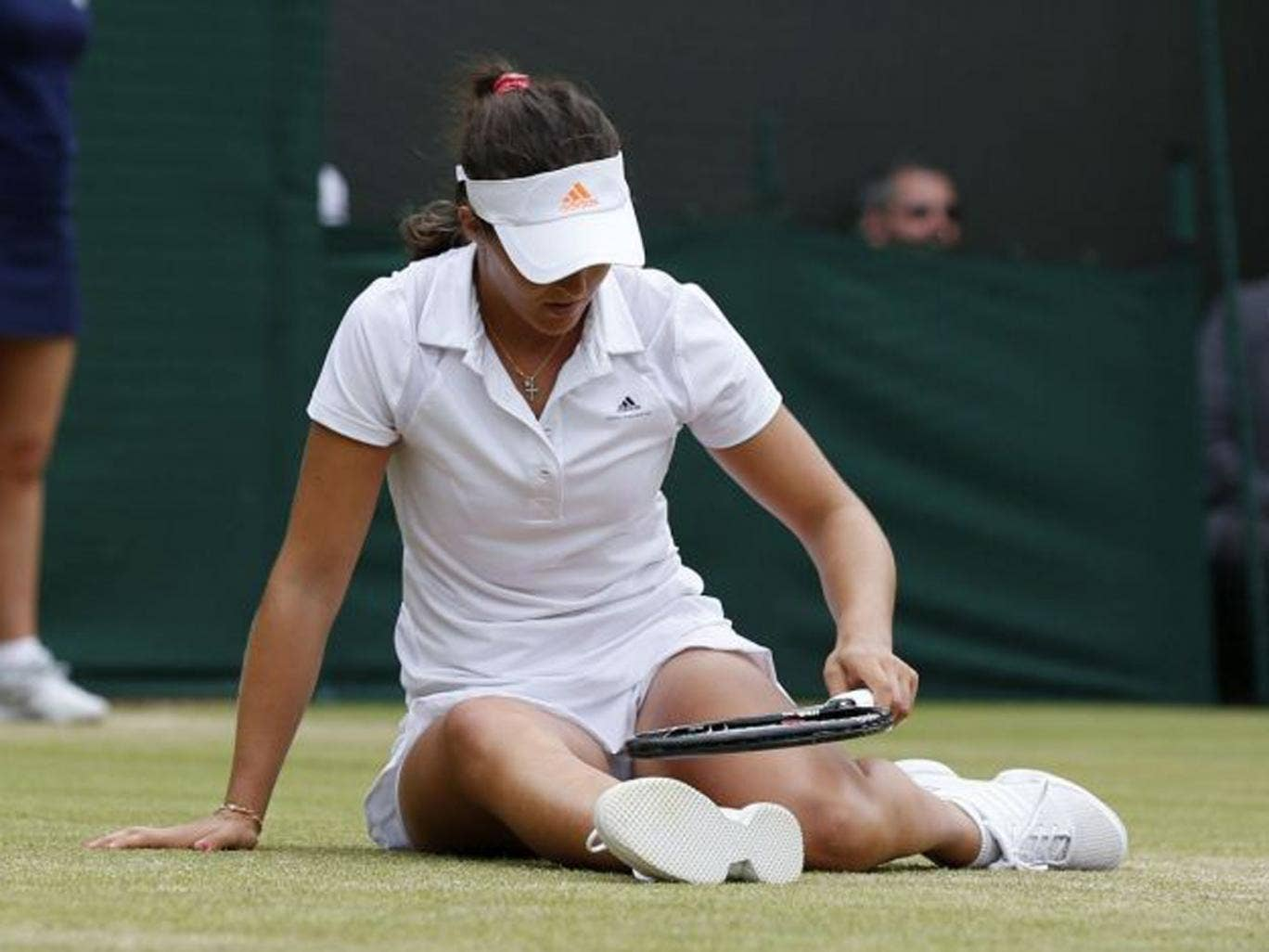 Laura Robson was beaten in straight-sets 6-7 5-7 by Kaia Kanepi