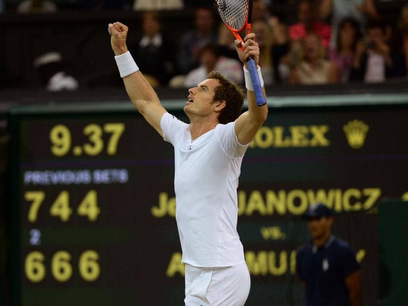 Andy Murray celebrates his entry into the final