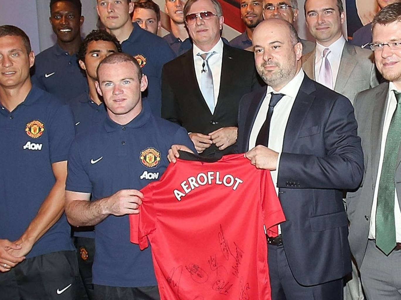 Wayne Rooney with representatives of Aeroflot