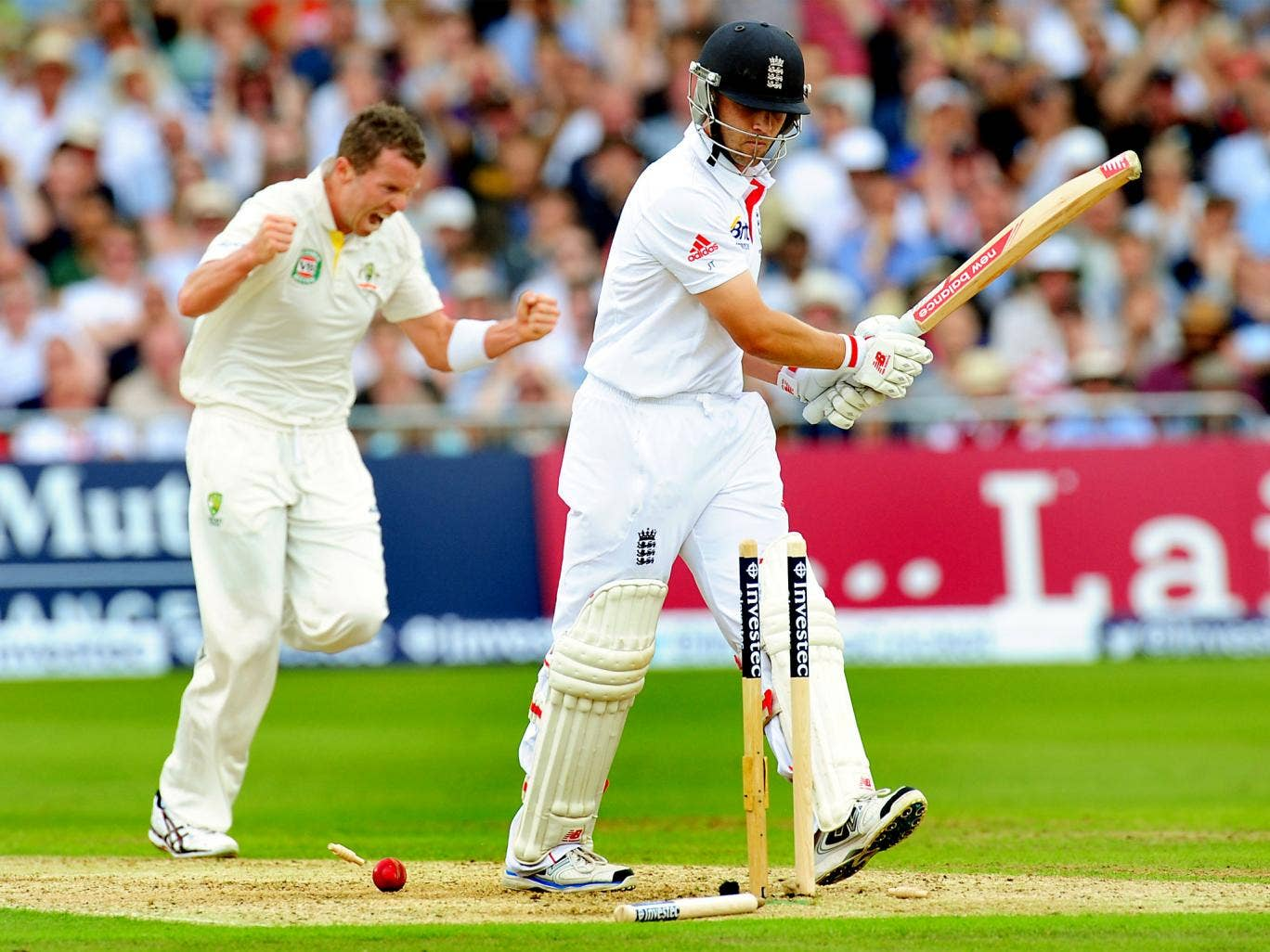 Peter Siddle celebrates dismissing Jonathan Trott
