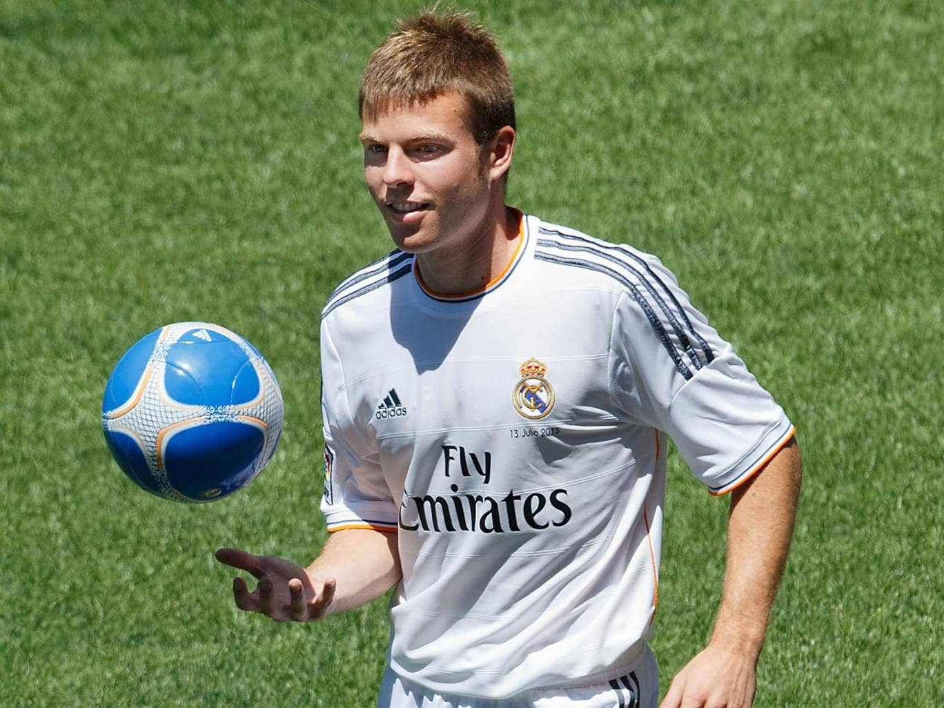 Asier Illarramendi has signed a six-year contract with Real Madrid