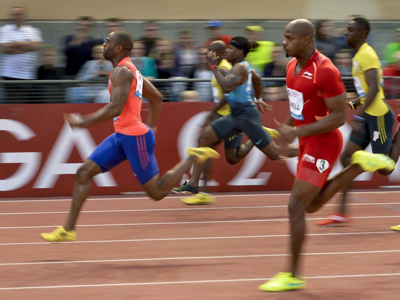 Tyson Gay (l) leads Asafa Powell (r) during the 100m event of the Diamond League Athletics meeting in Lausanne