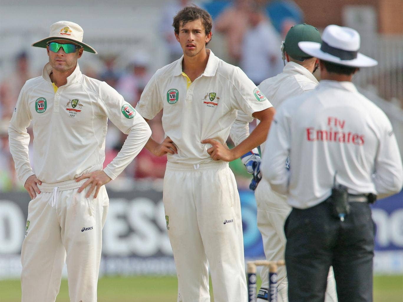 Michael Clarke and Ashton Agar look towards umpire Aleem Dar after the Stuart Broad incident