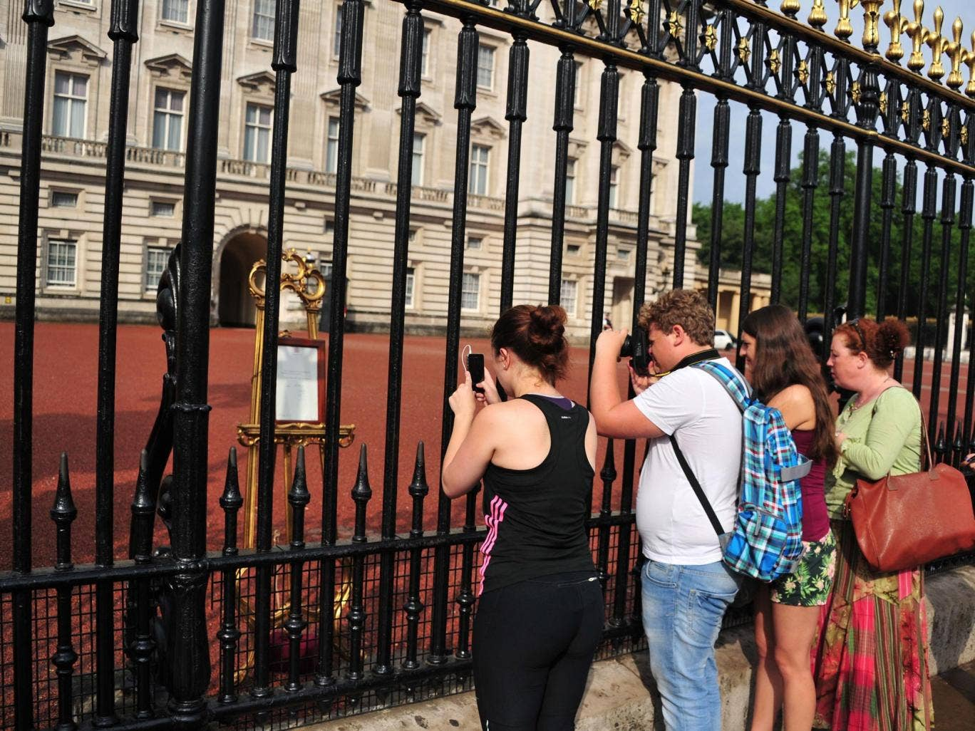 People queue to see the Easel displaying the Royal Birth announcement letter at Buckingham Palace