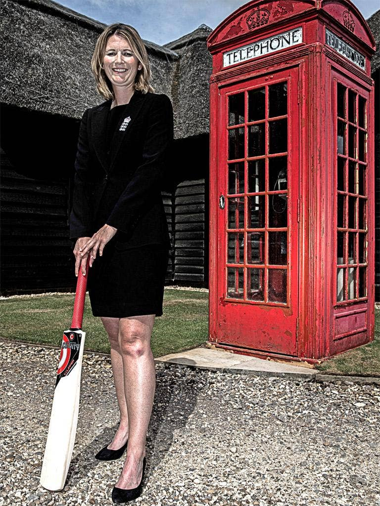 Charlotte Edwards will captain England in all three formats