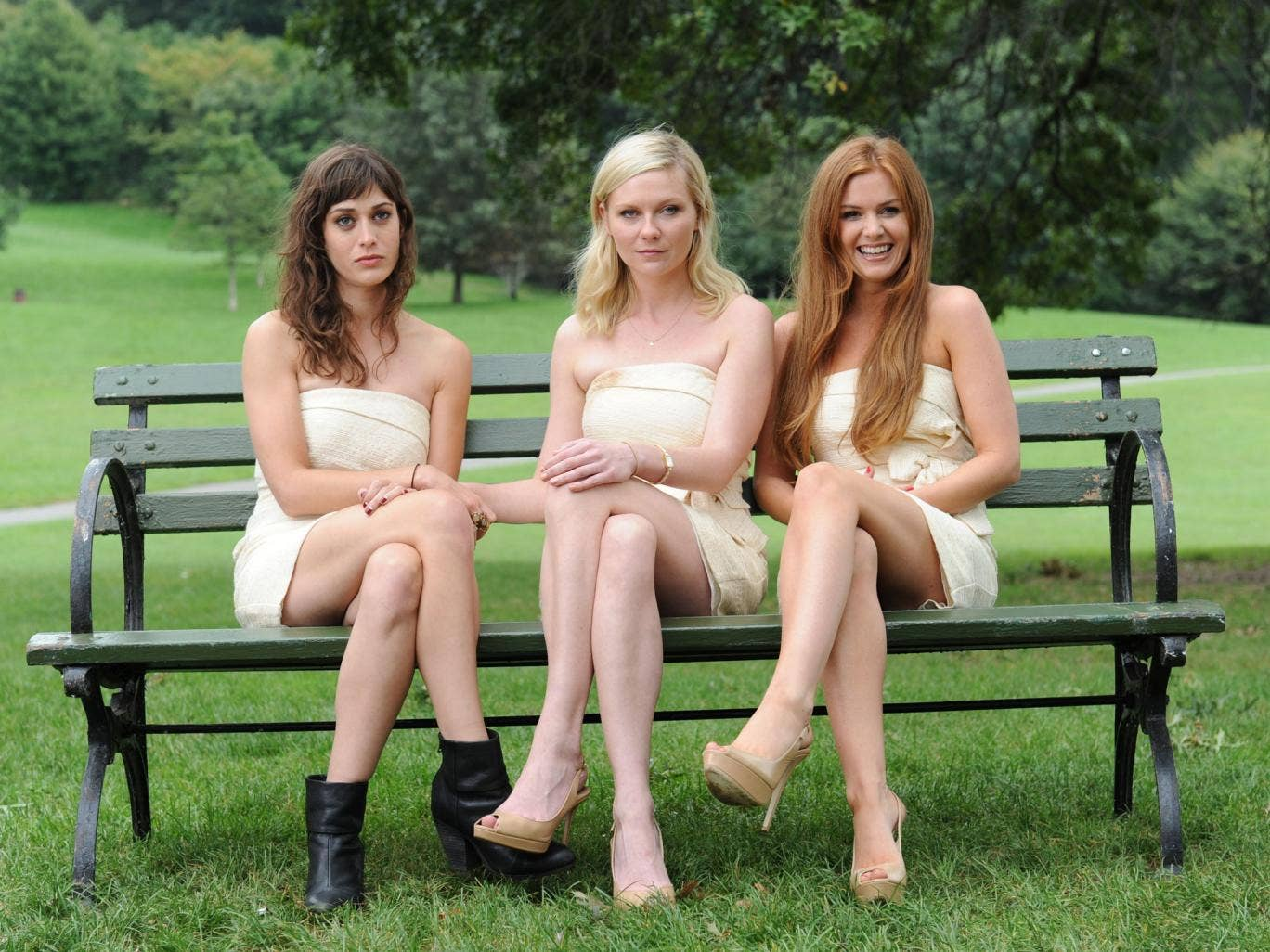 Kirsten Dunst, centre, plays a wedding organiser in 'Bachelorette'