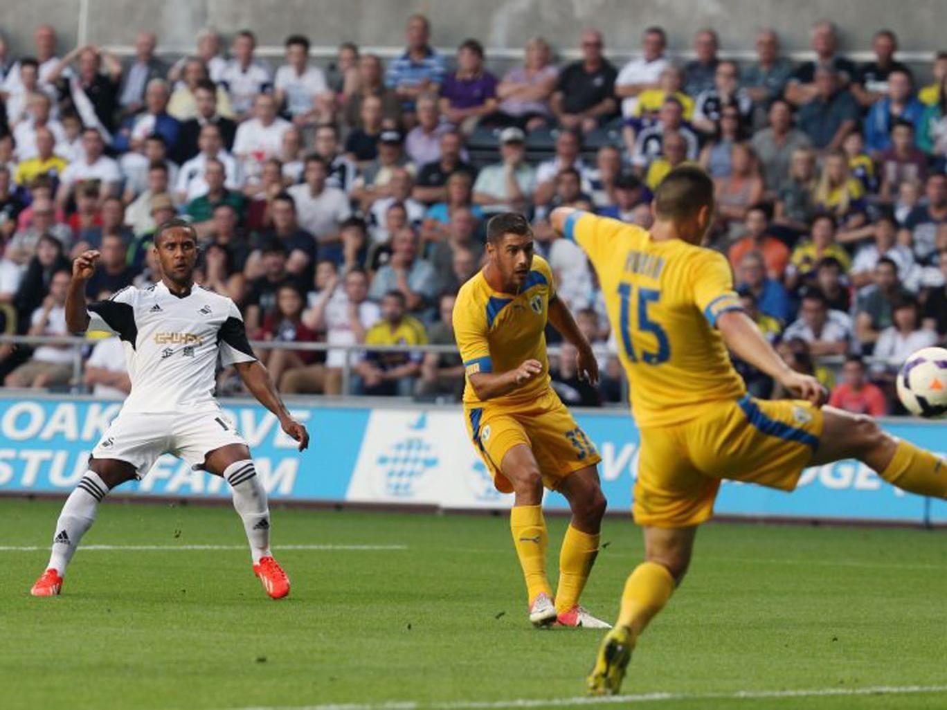 Wayne Routledge scored twice in Swansea's comprehensive win
