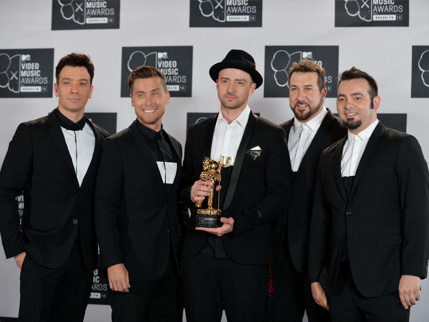 'N Sync pose with Justin and his Michael Jackson Video Vangard Award at Sunday's MTV Video Music Awards