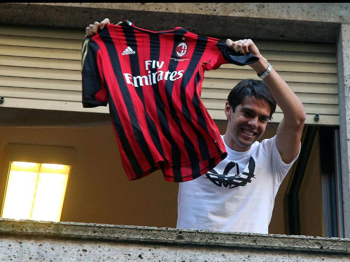 The Brazilian attacking midfielder Kaka has completed his return to Milan after four unhappy years at Real Madrid