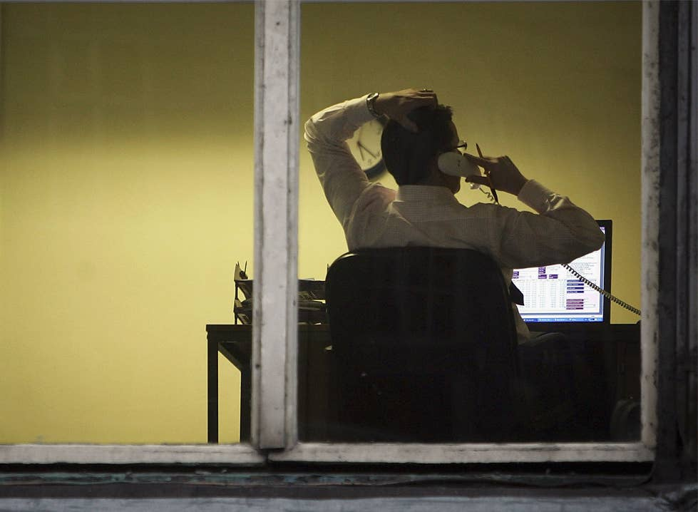 The report says the working week should be cut from 40 to 30 hours