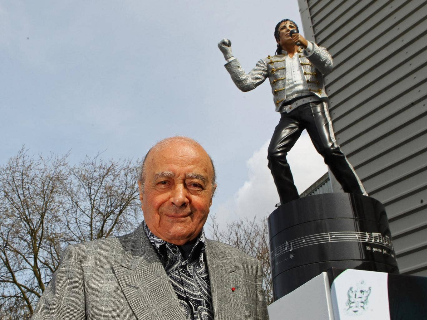 Mohamed Al Fayed unveils a statue in tribute to Michael Jackson