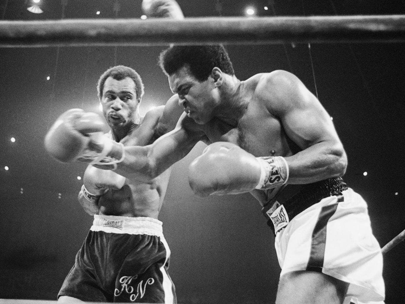 Norton, left, lands a blow on Muhammad Ali during their second fight, in Los Angeles in 1973