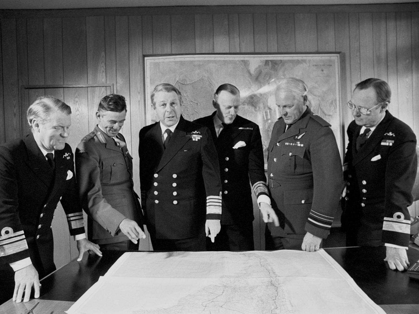 Curtiss (above, second from right) with other service chiefs during the Falklands war