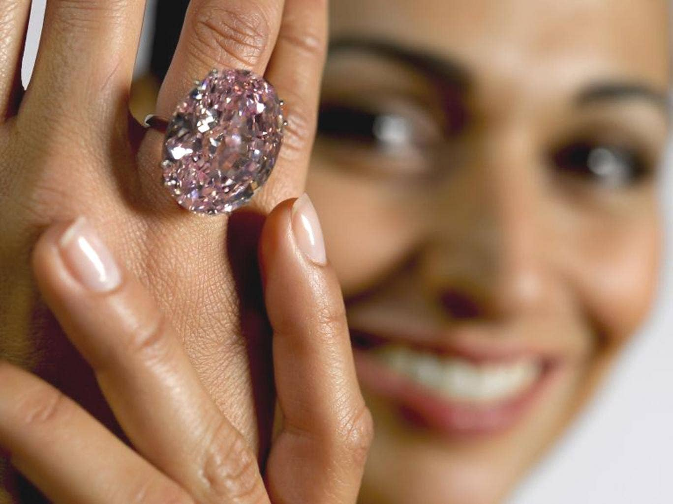 Oval-cut 59.6 carat jewel is the largest flawless or internally flawless, fancy vivid pink diamond that the Gemological Institute of America (GIA) has ever graded