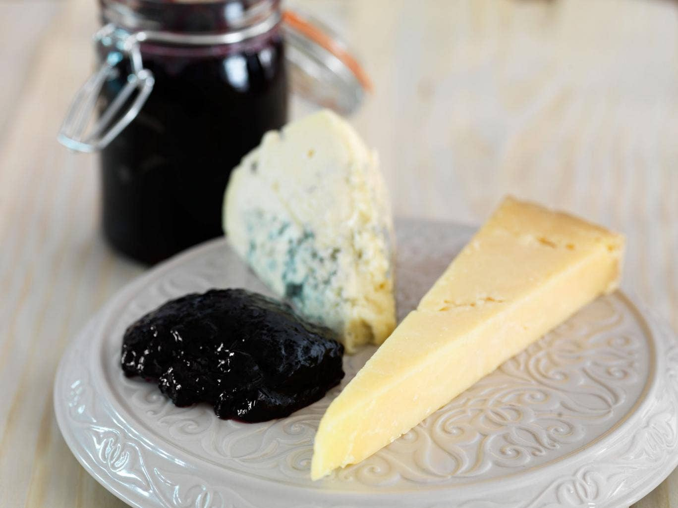 Blackcurrant chilli jelly goes well with cheese, pâtés and terrines