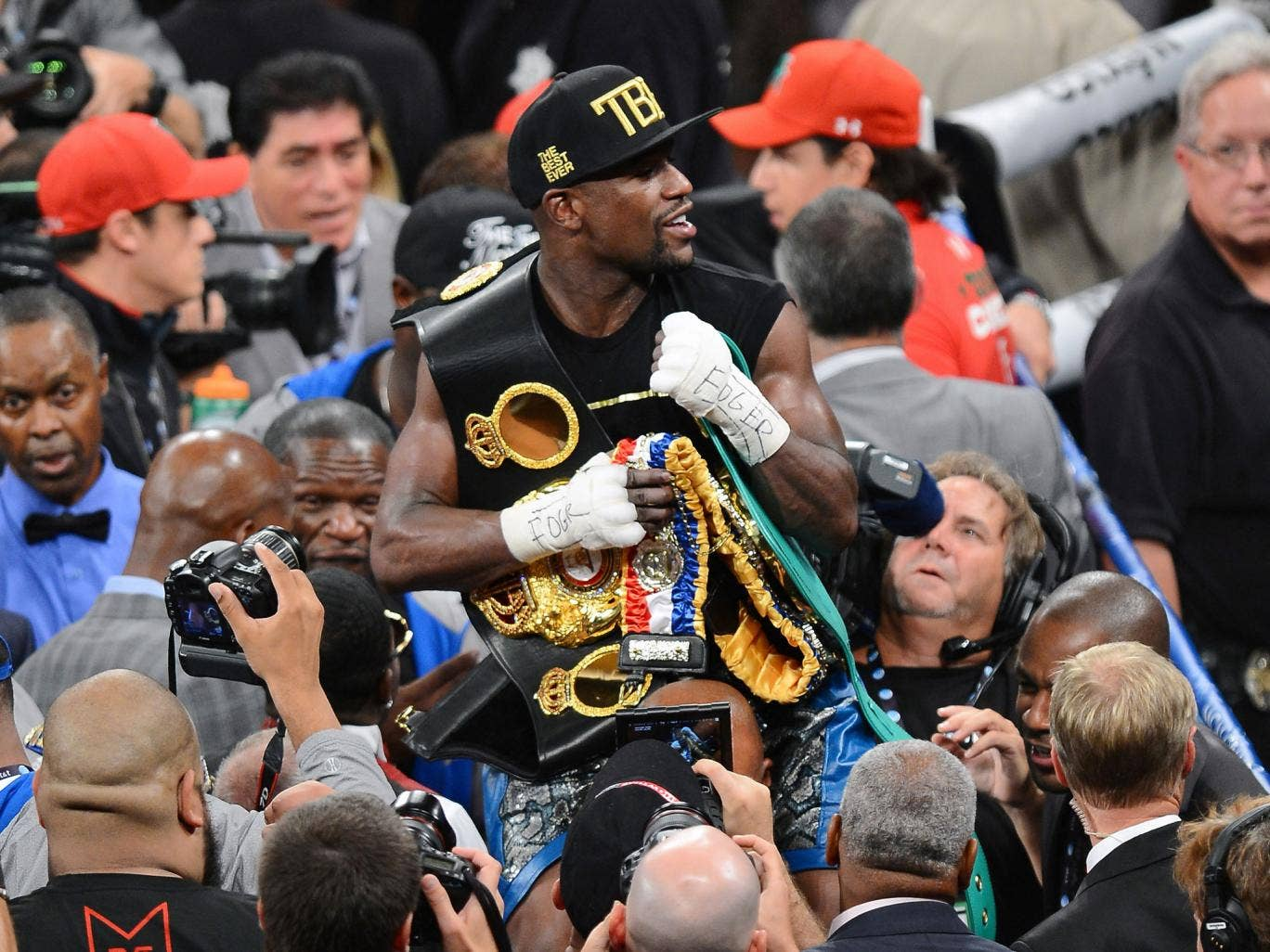Floyd Mayweather celebrates after beating Saul Alvarez