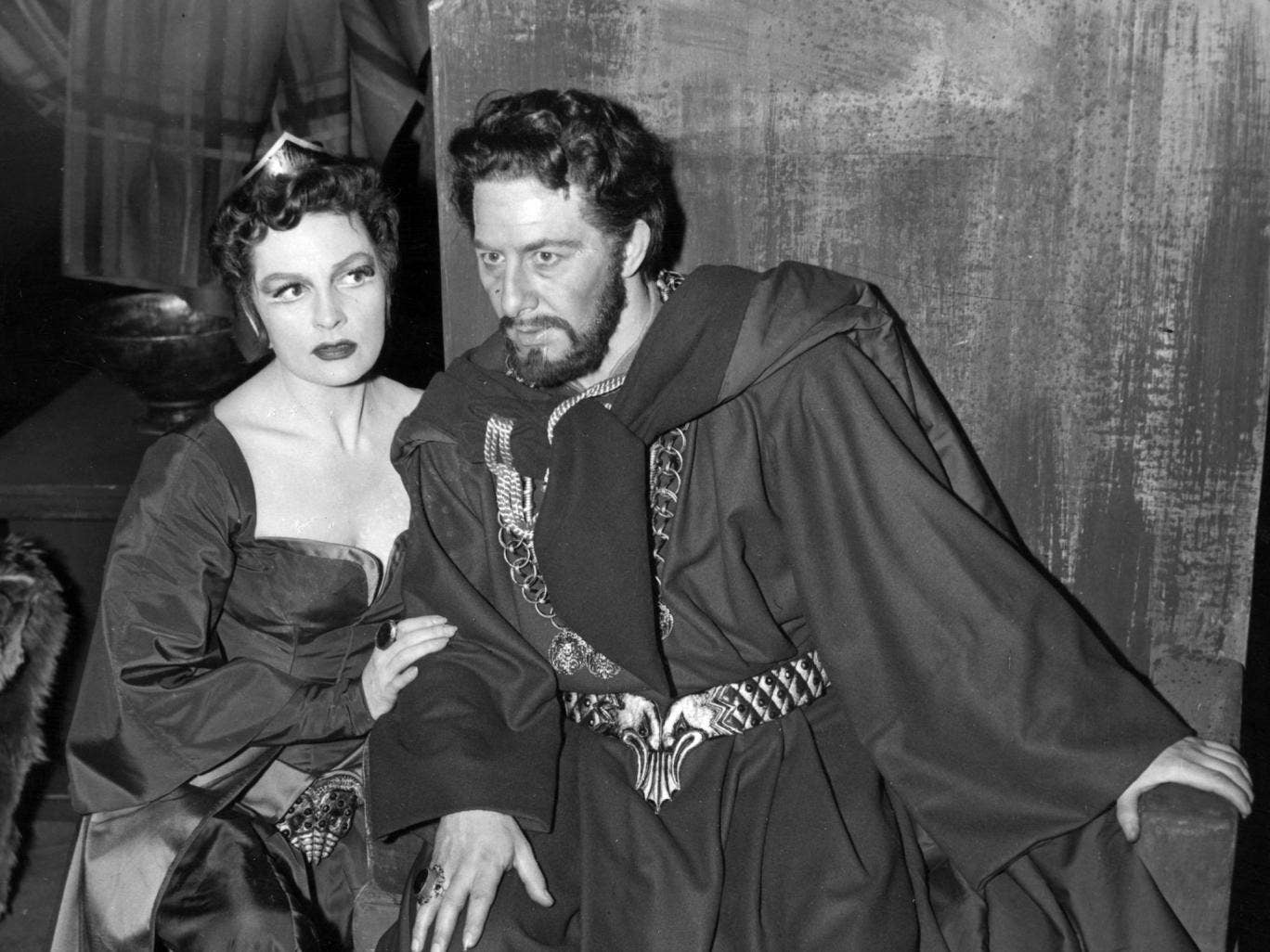 Rogers as Macbeth, with Coral Browne as Lady Macbeth, in the 1956 production at the Old Vic in London