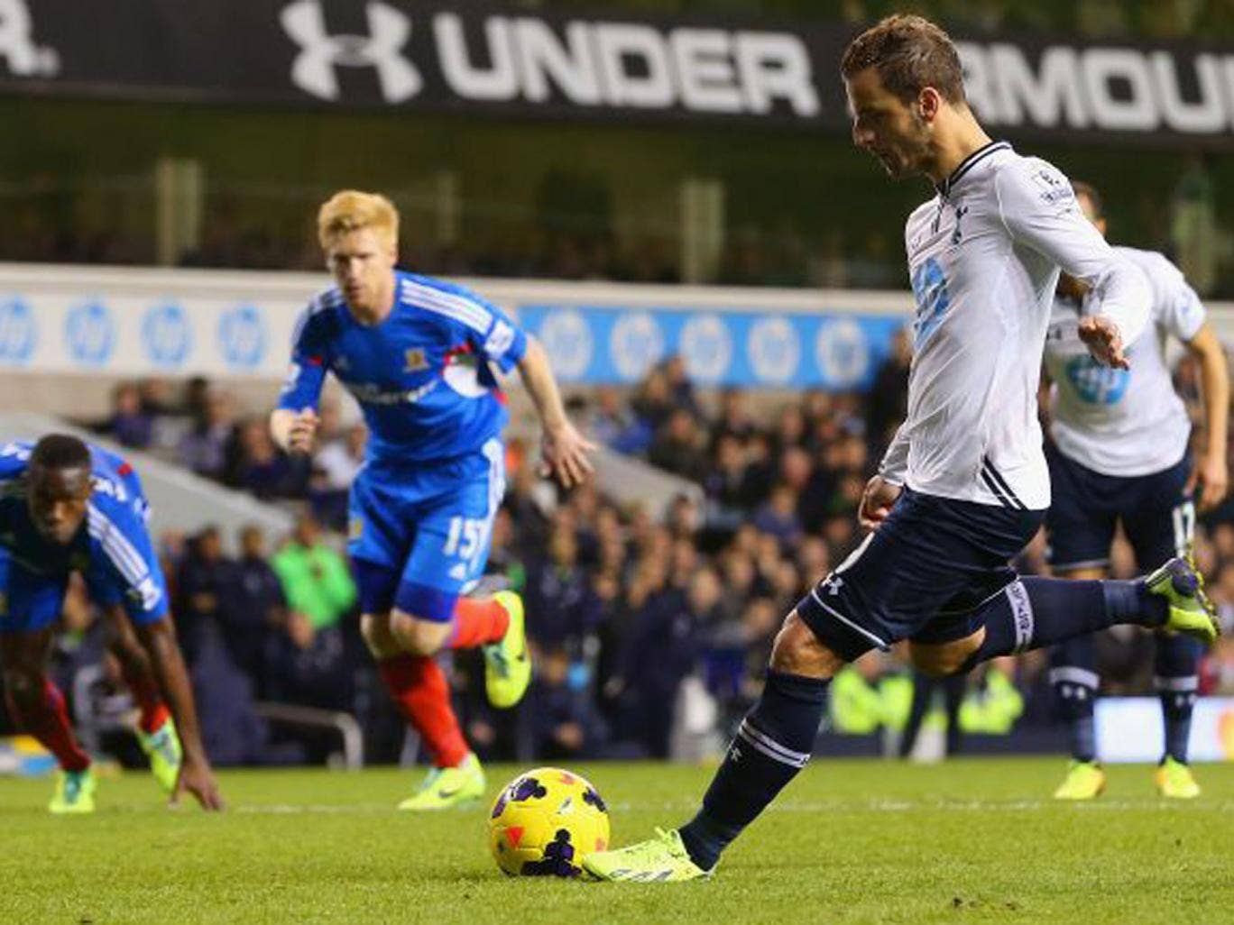 Roberto Soldado scores the only goal of the game from the penalty spot