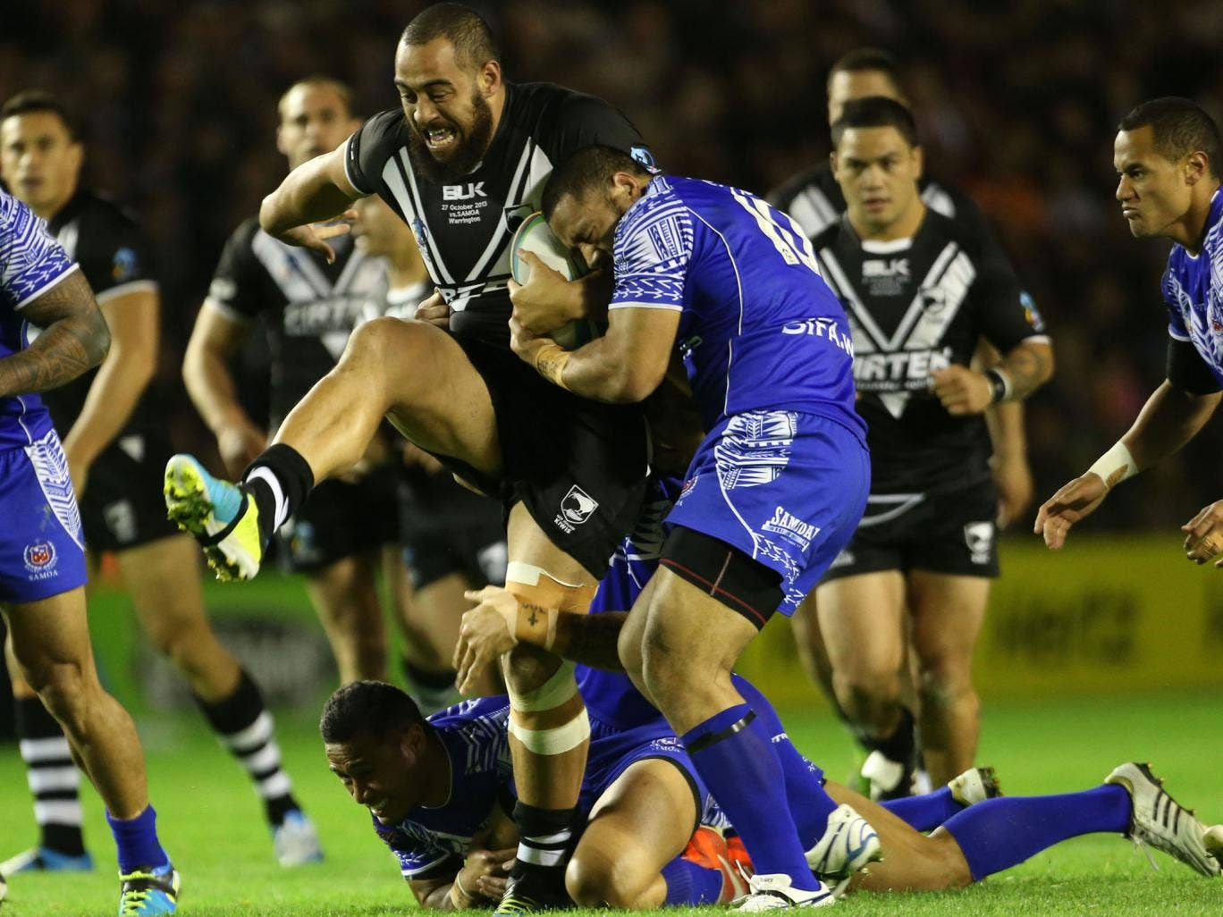 New Zealand's Frank Pritchard is tackled by Samoa's Sauaso Sue and Suaia Matagi