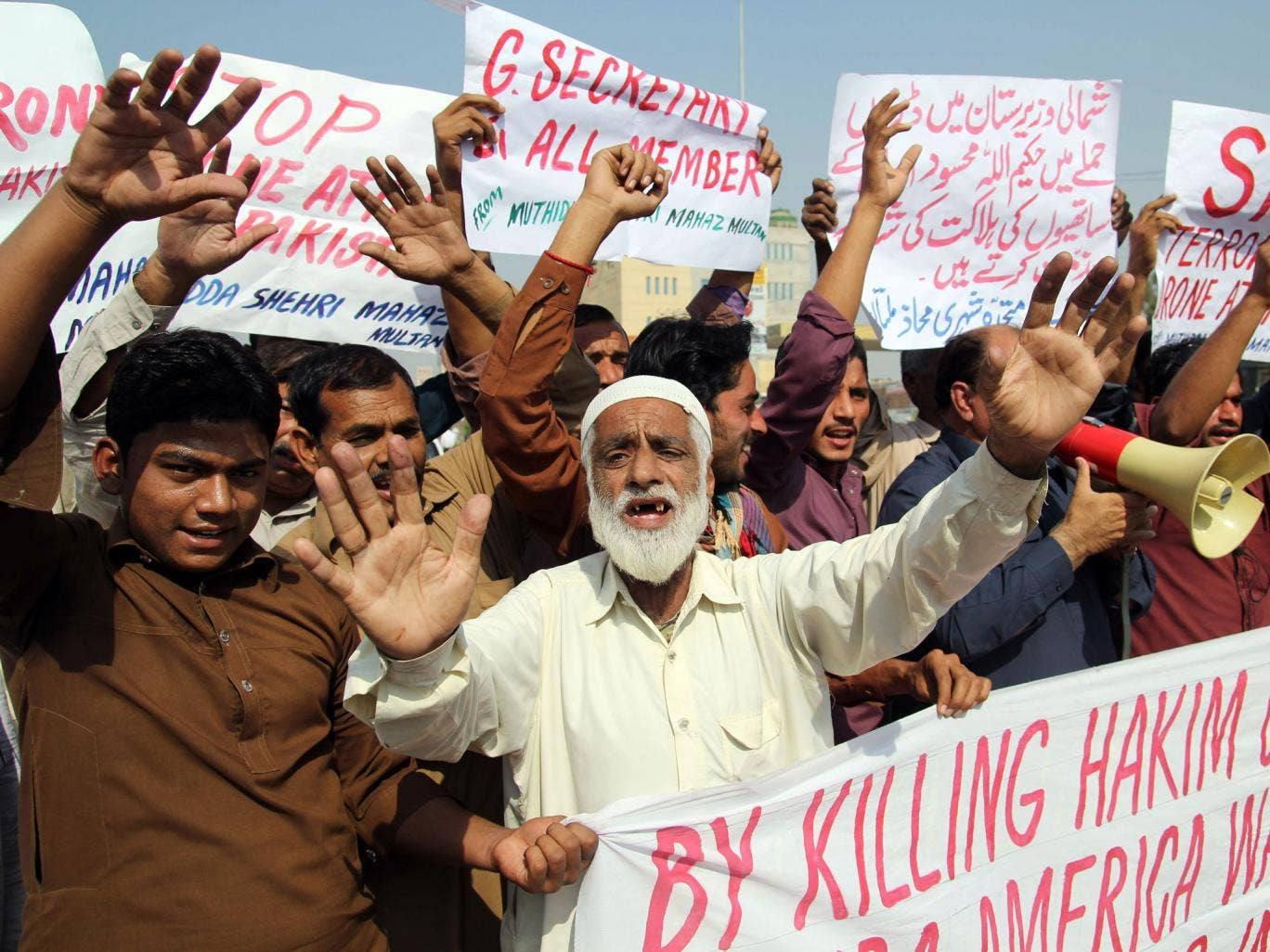 Pakistanis protest in Multan against the killing of the Taliban leader Hakimullah Mehsud in an American drone attack