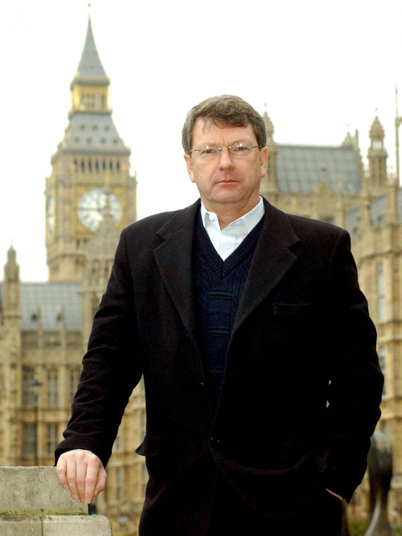 David Cameron has signed up election guru Lynton Crosby to work full time on securing a Tory general election victory in a £500,000 deal