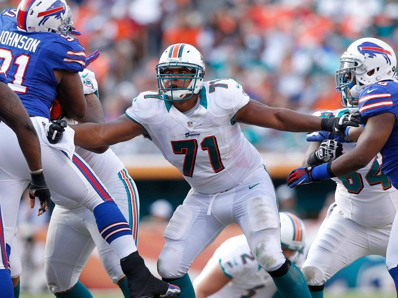 Jonathan Martin of the Miami Dolphins has left the club amid accusations of bullying with the squad