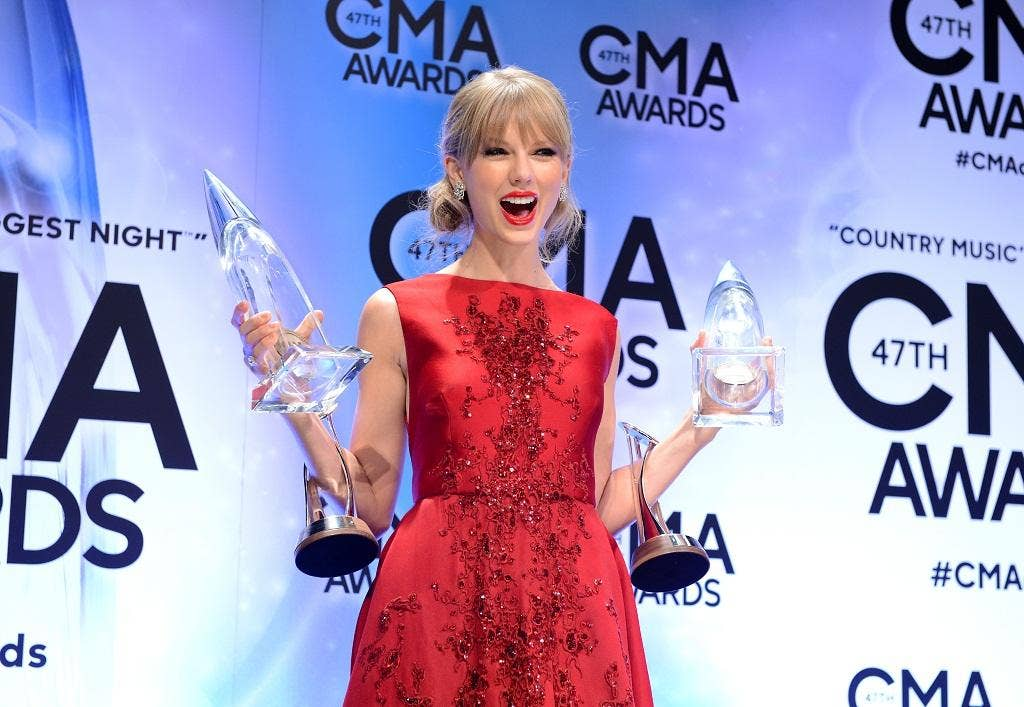 Taylor Swift poses in the press room during the 47th Annual CMA Awards