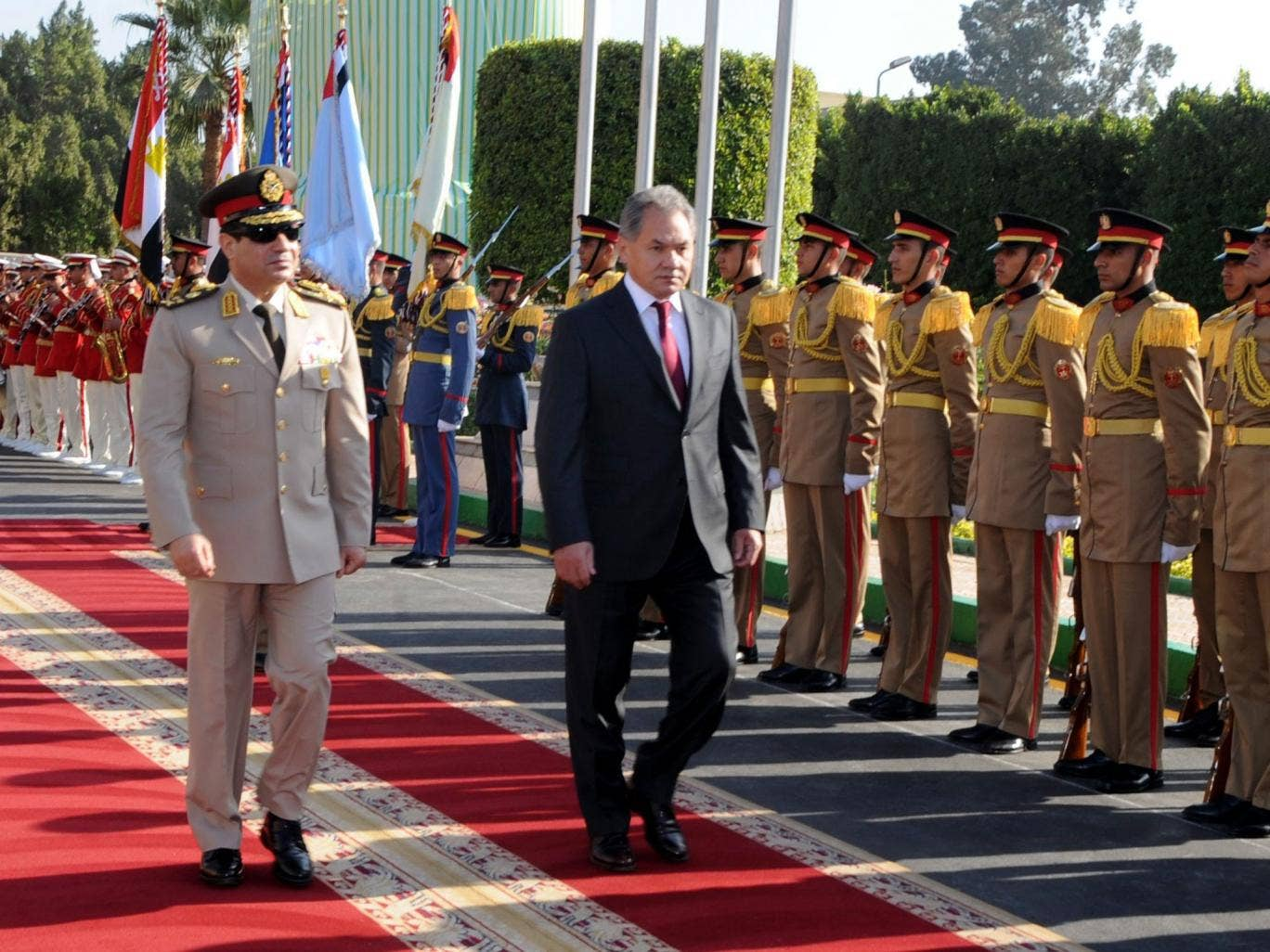 Egypt's Defence Minister Abdel Fattah el-Sisi (left) and his Russian counterpart Sergei Shoigu review guards before their meeting in Cairo