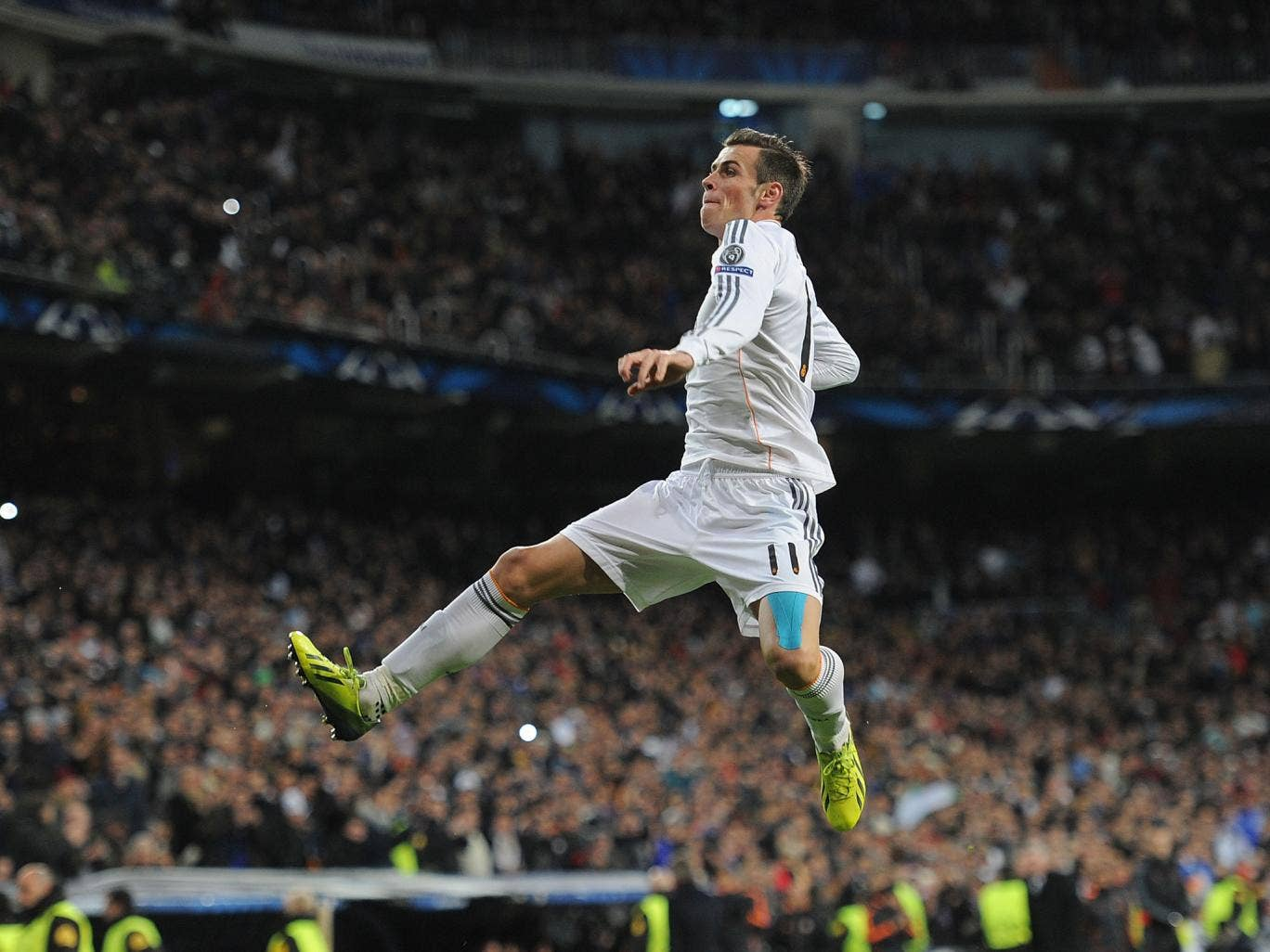 Gareth Bale celebrates his free-kick in the 4-1 win over Galatasaray on Wednesday